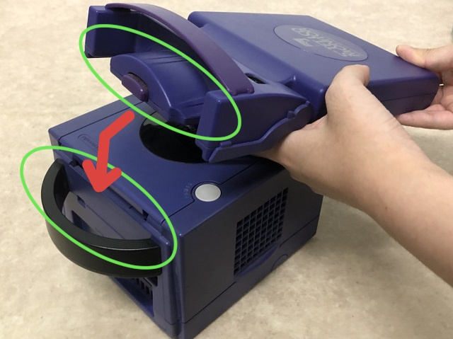 5インチ TFTモニターとゲームキューブの接続部分