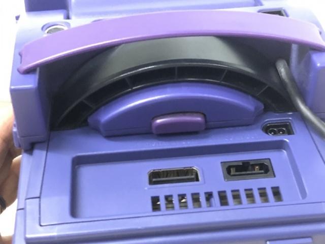 5インチ TFTモニターをゲームキューブの取っ手部分へ差し込む